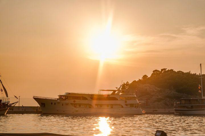Sunset in Markarska with Yachtlife Life Before Work