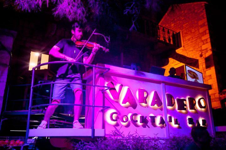 Violin DJ is Crazy Croatia Nightclub on Bol