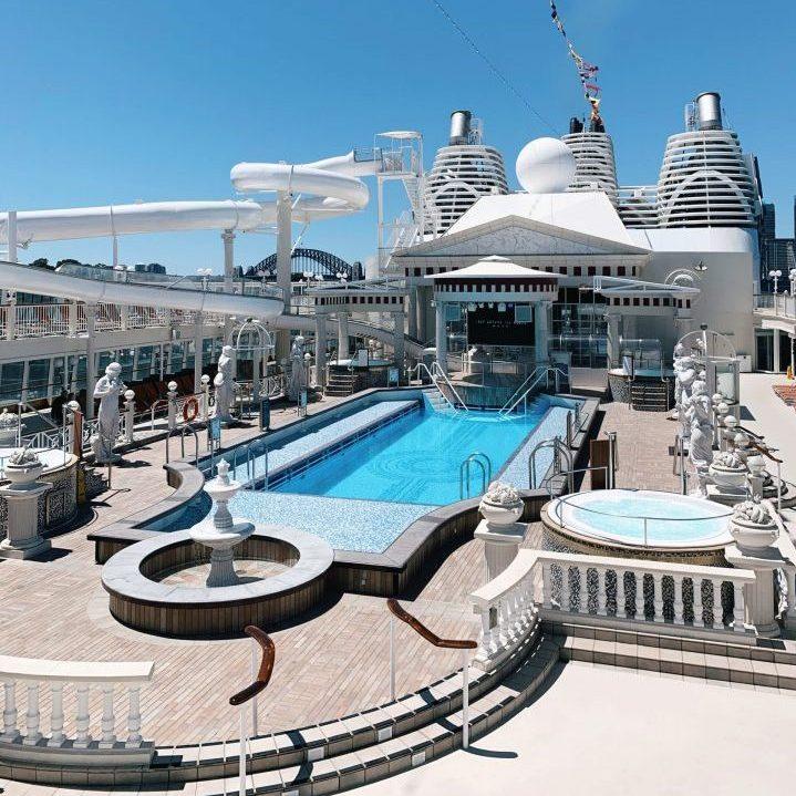 Explorer Dream Dream Cruises in Sydney with SYdney Harbour Bridge